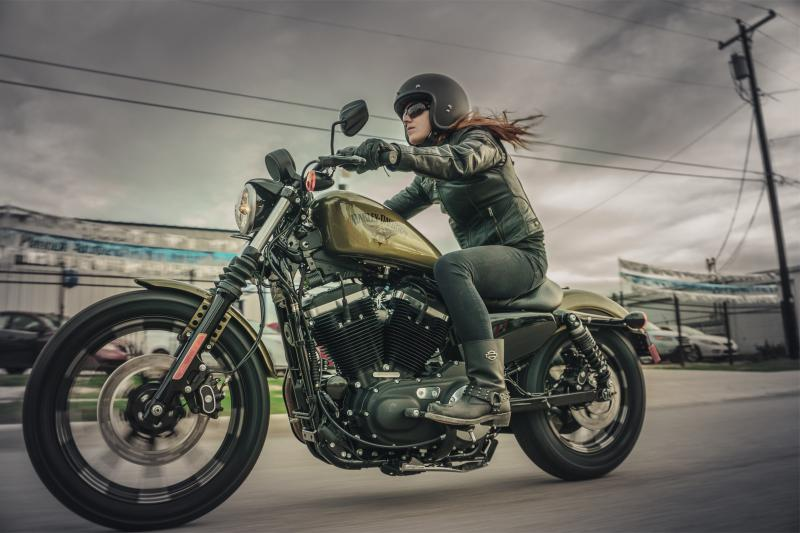 [Bilde: Harley-Davidson_883_IRON.jpg]