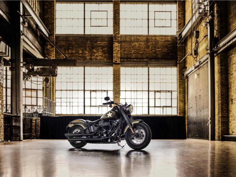 [Bilde: Harley-Davidson_Softail_Slim_S.jpg]
